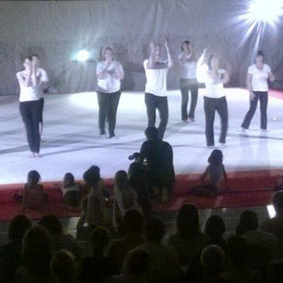 Philippe Duverger et ses élèves lors de leur représentation de gym