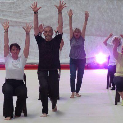 Le coach Philippe Duverger et ses élèves en pleine répétition
