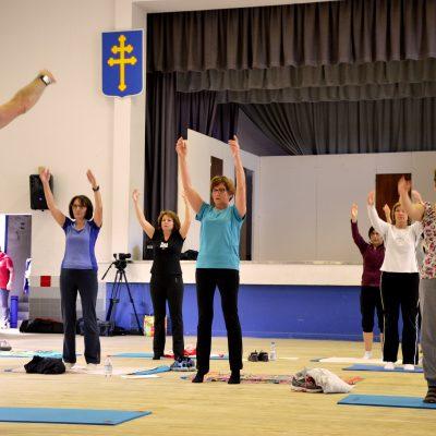 Le coach Philippe Duverger et ses élèves en plein cours de pilates