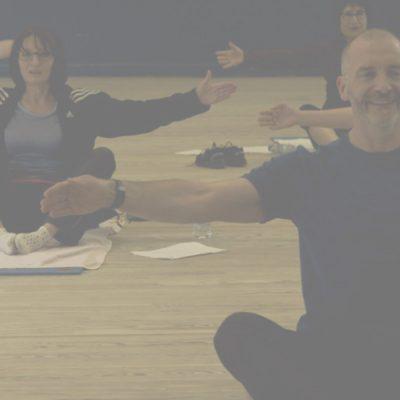 Le coach Philippe Duverger avec ses élèves pendant le cours de stretching